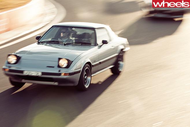 1979-Mazda -RX-7-13b -driving