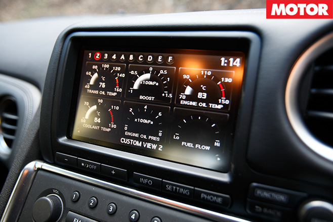 Nissan -GT-R-dash -screen