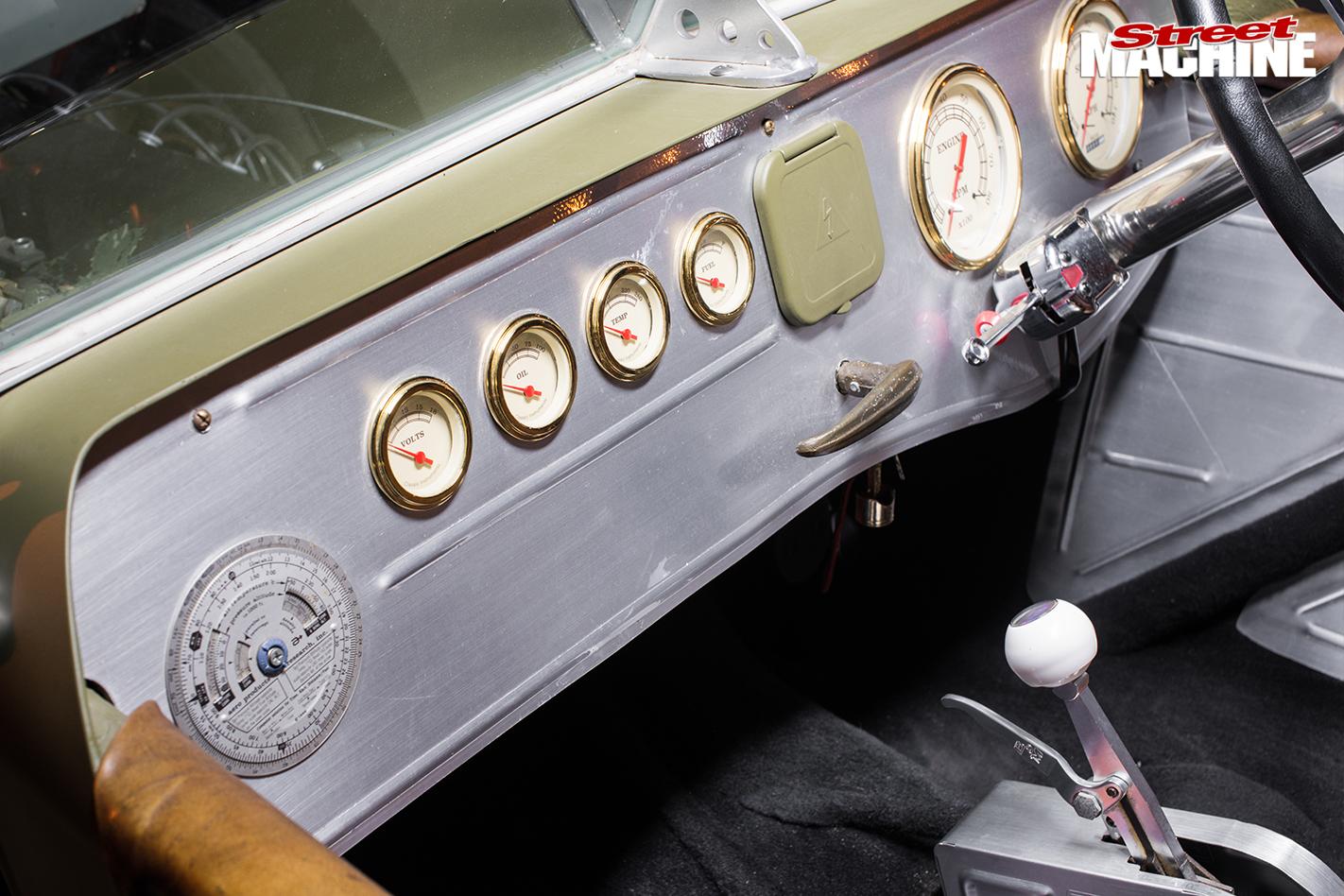 Ford -Model -T-dash