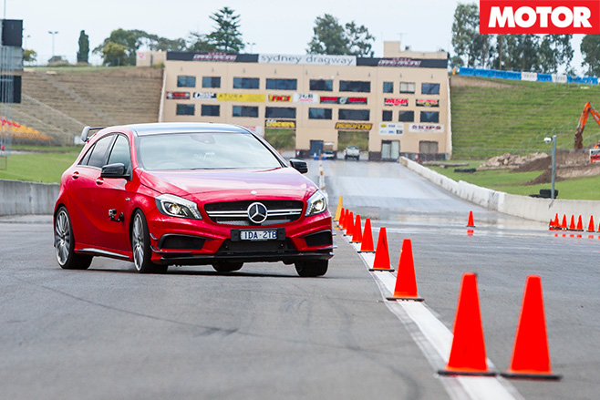 Mercedes -Benz -A45-AMG-Slalom -turning