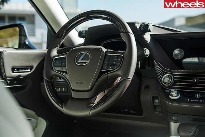 2018-Lexus -LS-500-interior