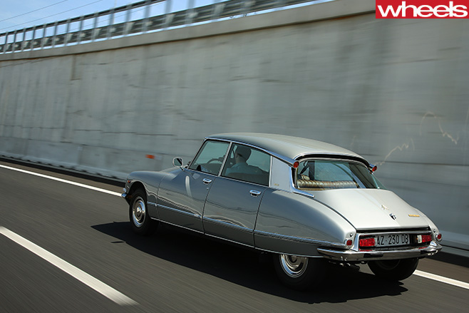 1955-Citroen -DS-rear -driving