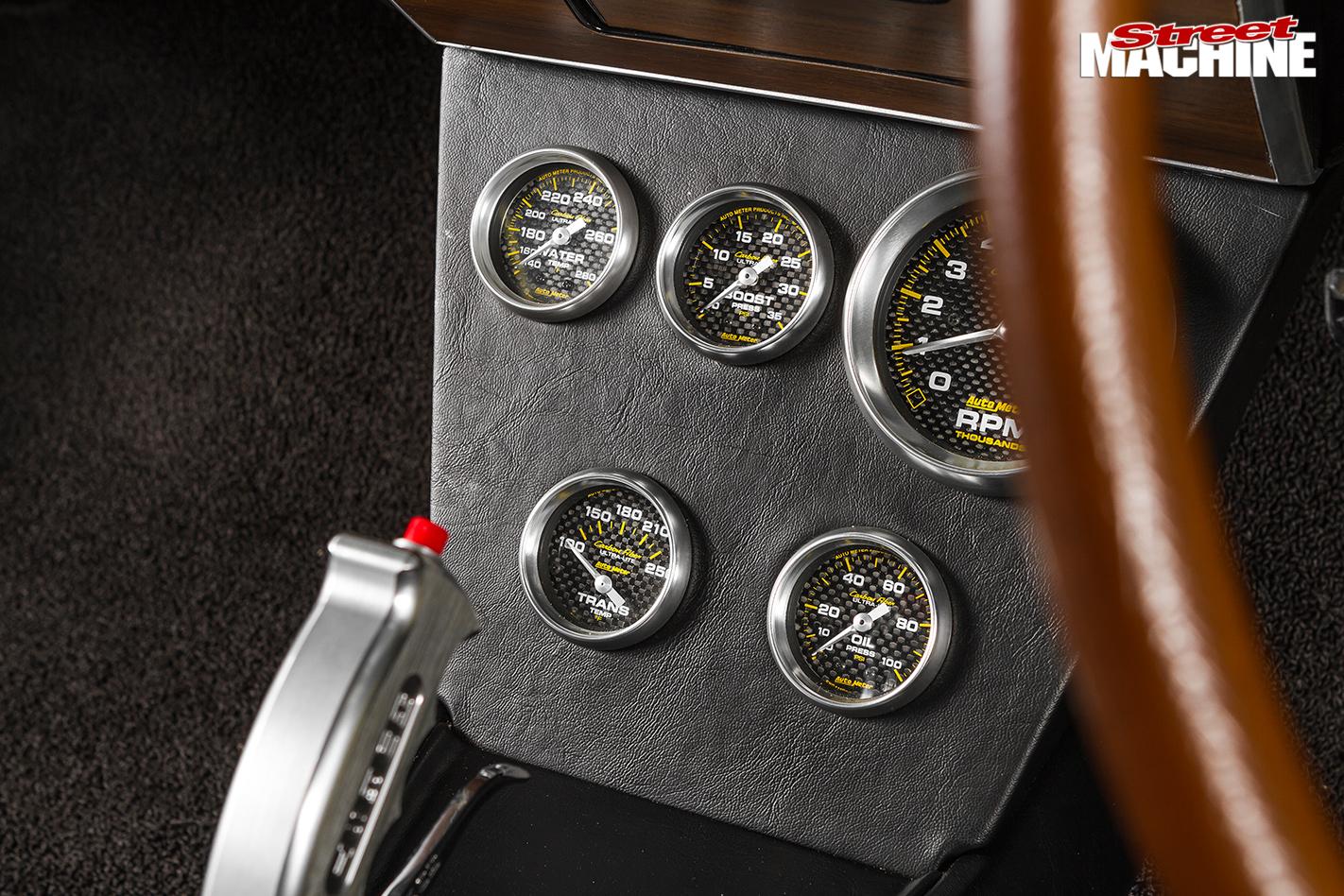 Holden -hk -monaro -shifter -and -gauges