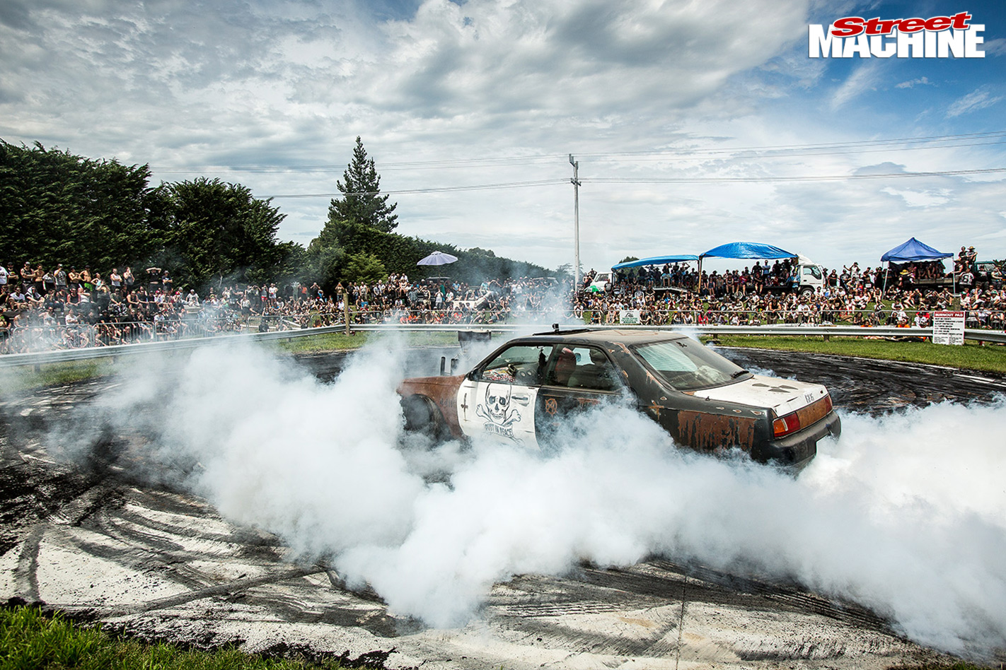 Nz -muscle -car -madness -34-torana -burnoutb