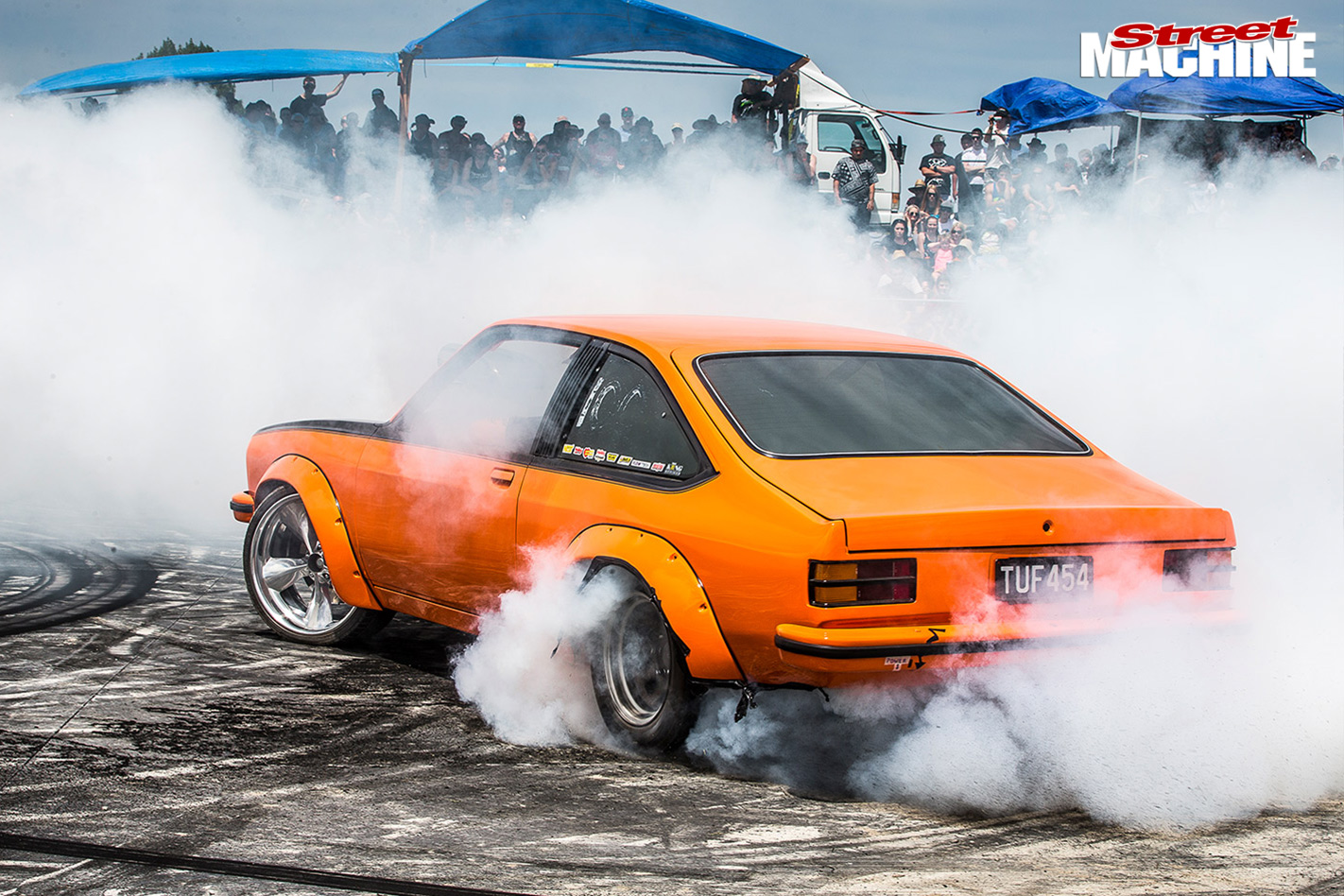 Nz -muscle -car -madness -33-torana -burnoutb