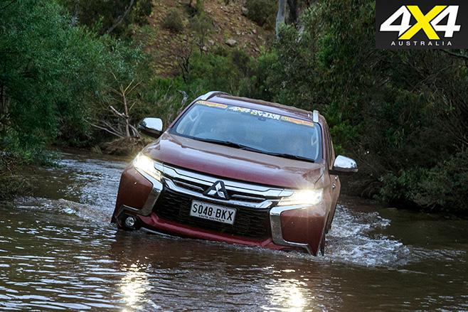 Mitsubishi Pajero Sport water