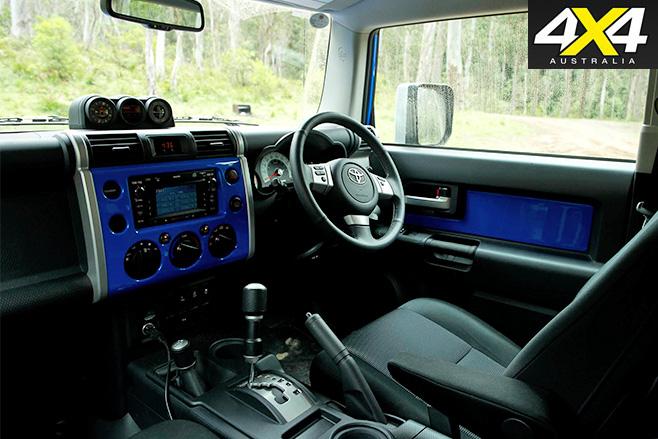 Toyota -FJ-Cruiser -interior