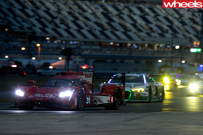 2017-Cadillac -LMP-car -Daytona -24-hour -driving -at -night