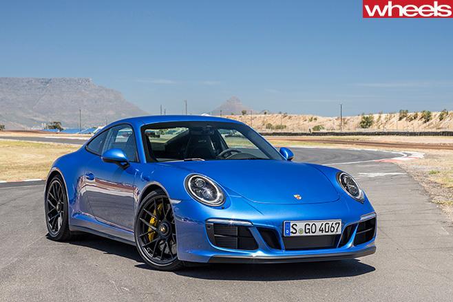 2017-Porsche -911-GTS-front -side