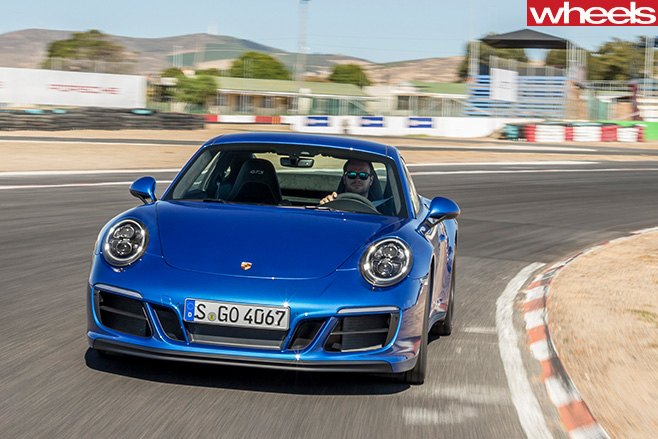 2017-Porsche -911-GTS-front -fascia