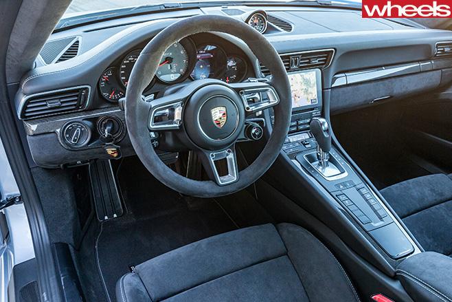 2017-Porsche -911-GTS-interior