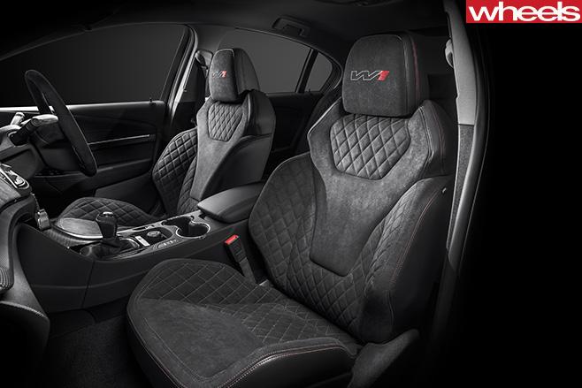 HSV-GTS-R-interior
