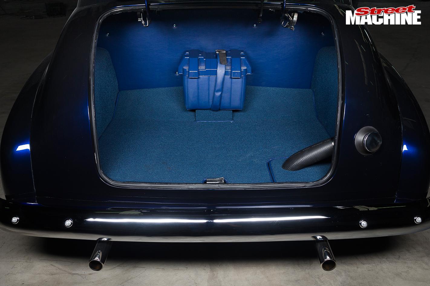 Holden -fx -sedan -boot