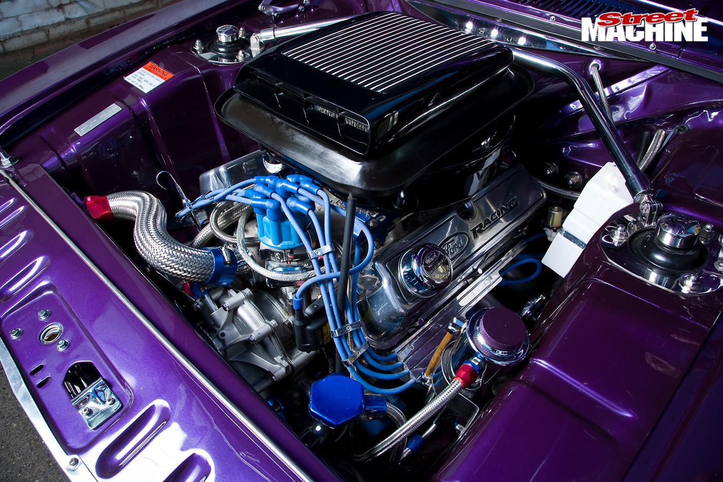 Ford -cortina -engine -bay