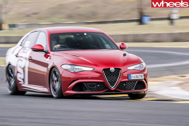 2017-Alfa -Romeo -Giulia -Quadrifoglio -around -track