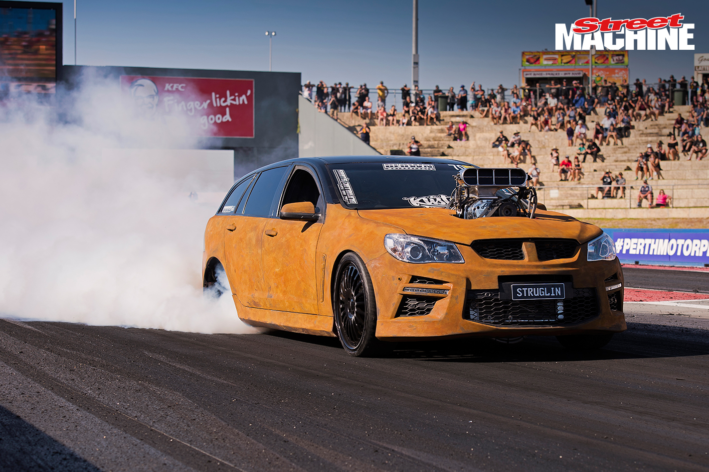 VF Commodore Wagon STRUGLIN Burnout