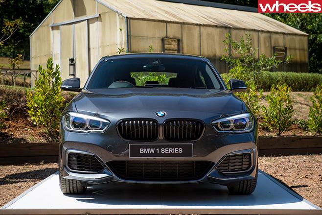 BMW M140i fascia