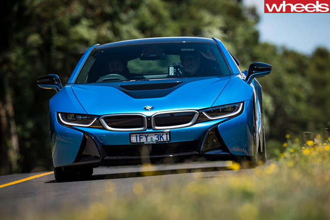 BMW-i 8-driving -front -side