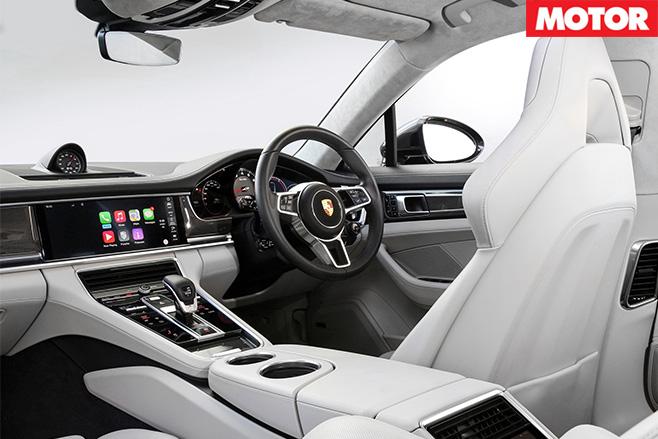 2017-Porsche -Panamera -interior