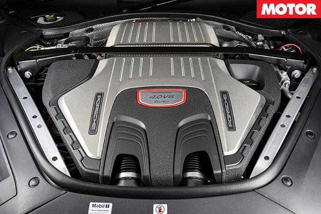 2017-Porsche -Panamera -engine