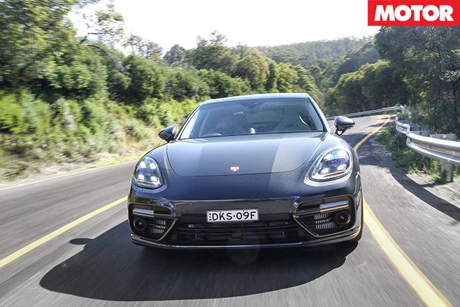 2017-Porsche -Panamera -front