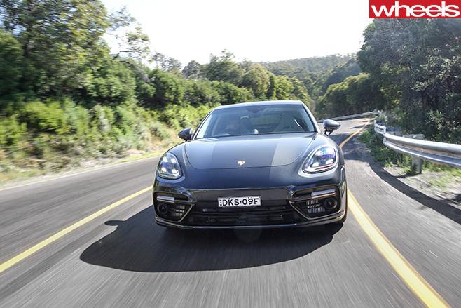 2017-Porsche -Panamera -grille