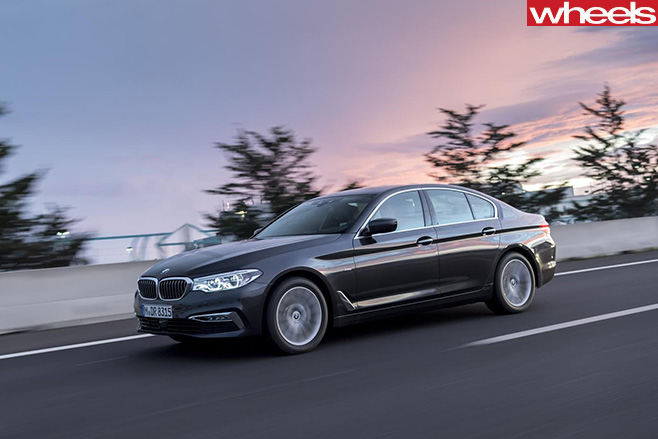 BMW-5-Series -driving
