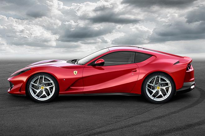 658_2017_Ferrari _812_Superfast _side
