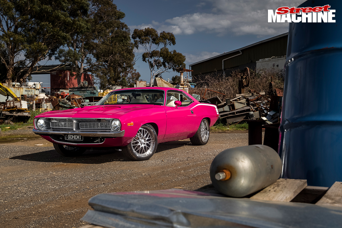PINK-1972-PLYMOUTH-BARRACUDA-caption -4