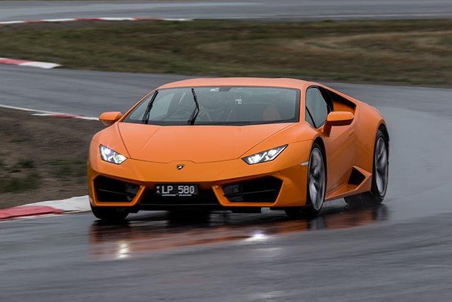 Lamborghini Huracan LP580-2 front
