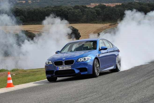 BMW-F10-M5-drift