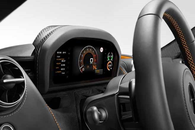 2018-McLaren-720S-revealed-dash