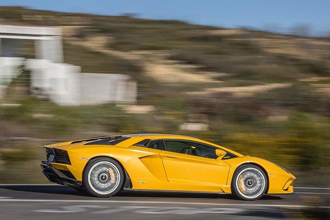 2017 Lamborghini Aventador S side