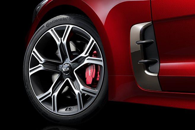2018 Kia Stinger GT wheels