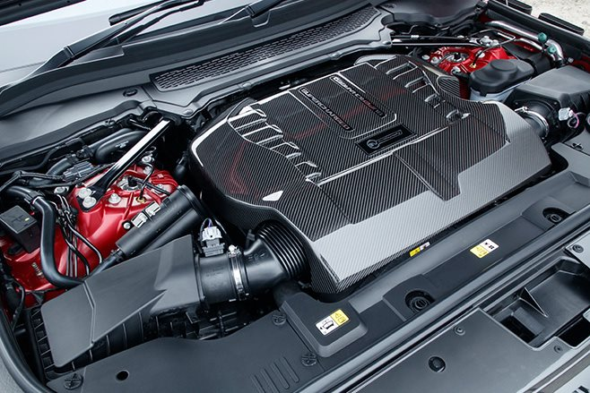 2017 Range Rover SVA Dynamic engine