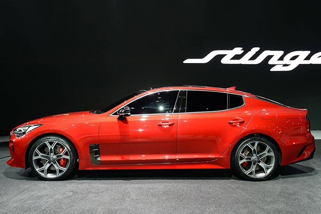 Kia Stinger GT side