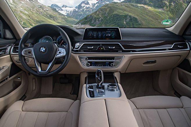 2017 BMW 740e interior