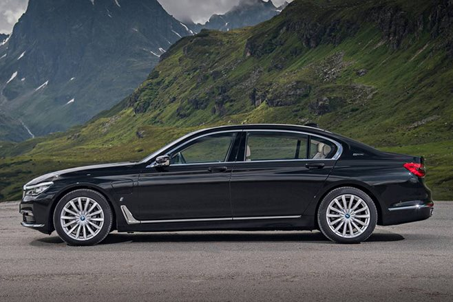 2017 BMW 740e side