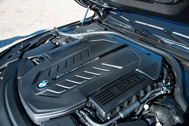 2017-BMW-M760Li engine