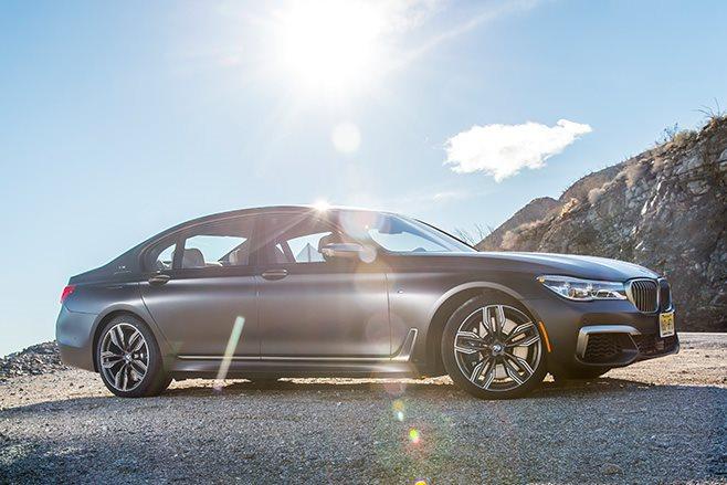 2017-BMW-M760Li side