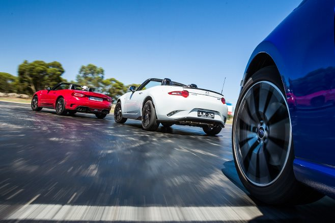 Subaru BRZ vs Mazda MX-5 2.0 vs Abarth 124 Spider rear view