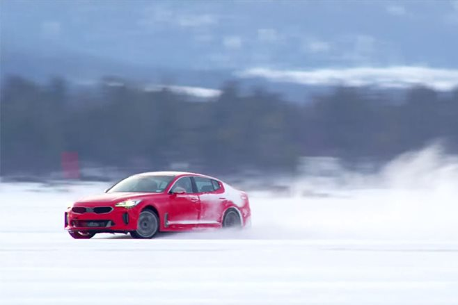 2017 kia stinger snow drift