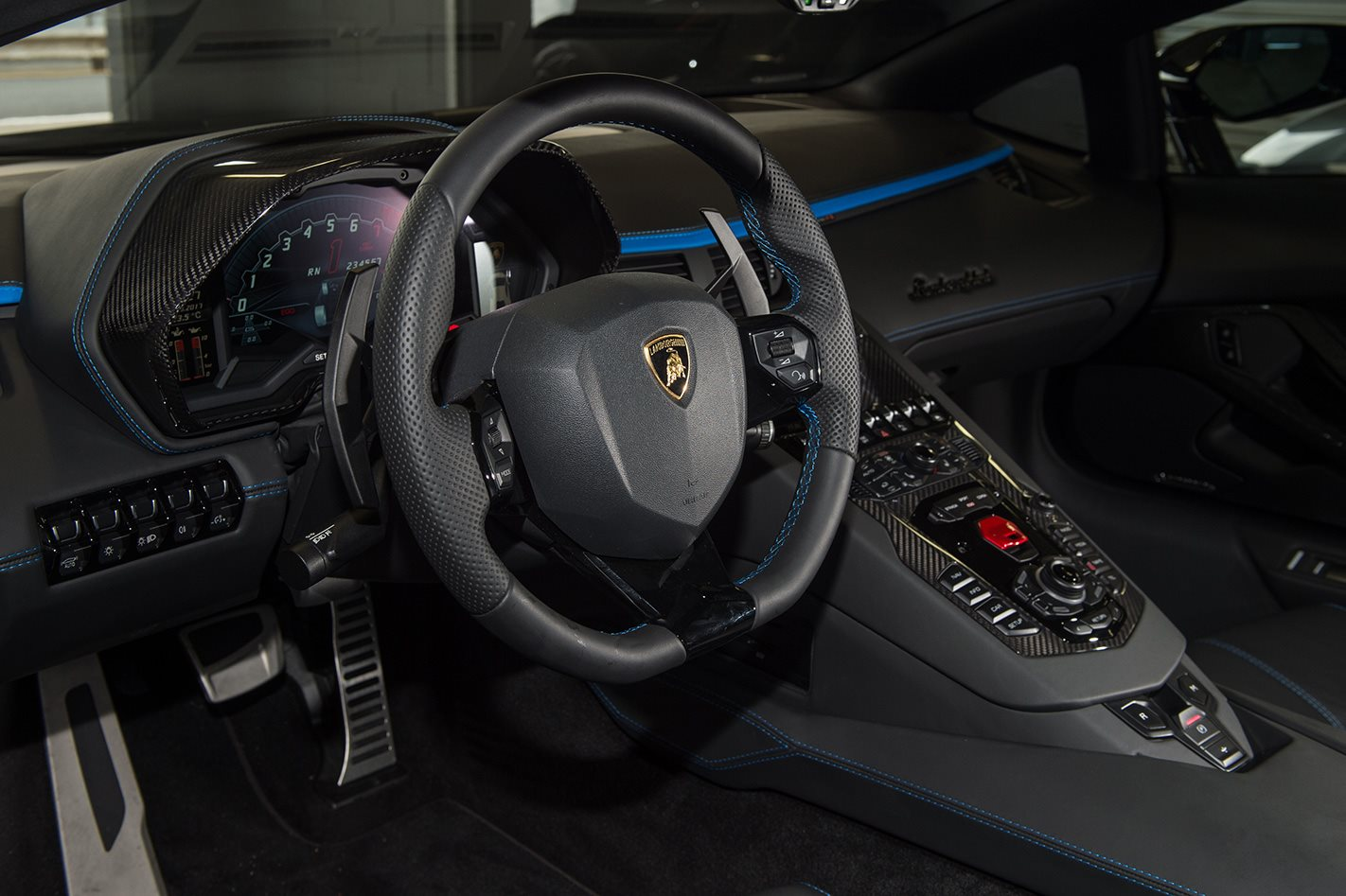 2017 Lamborghini Aventador S Review | MOTOR