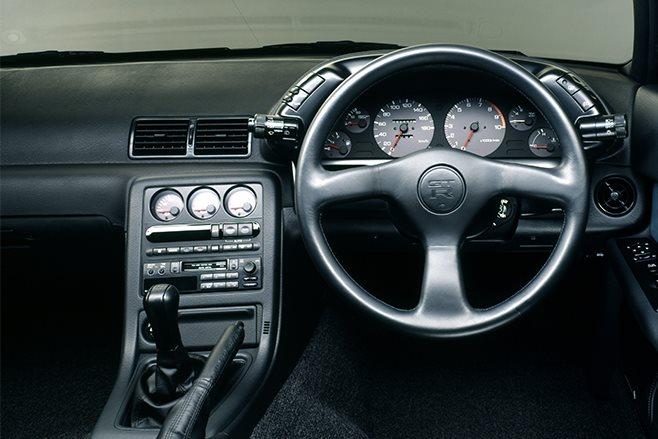 Nissan-Skyline-GT-R-R32-1991 interior