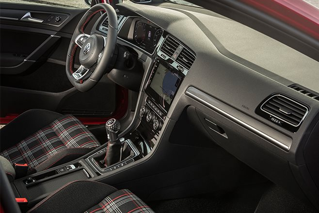 Volkswagen Golf GTI 7.5 interior