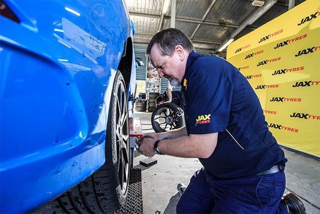 MOTOR 2017 Tyre Test Jax