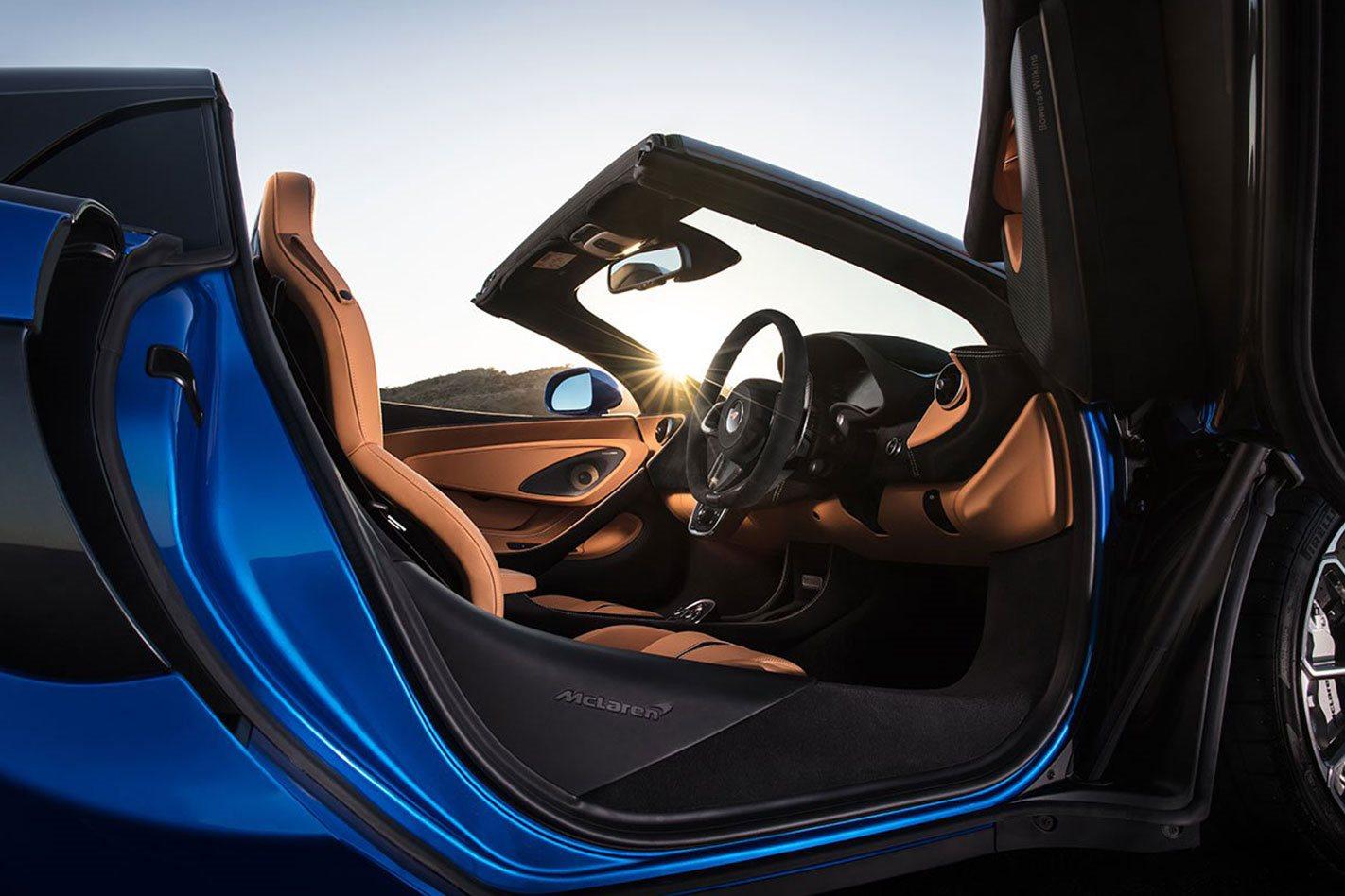 McLauren 570S Spider interior
