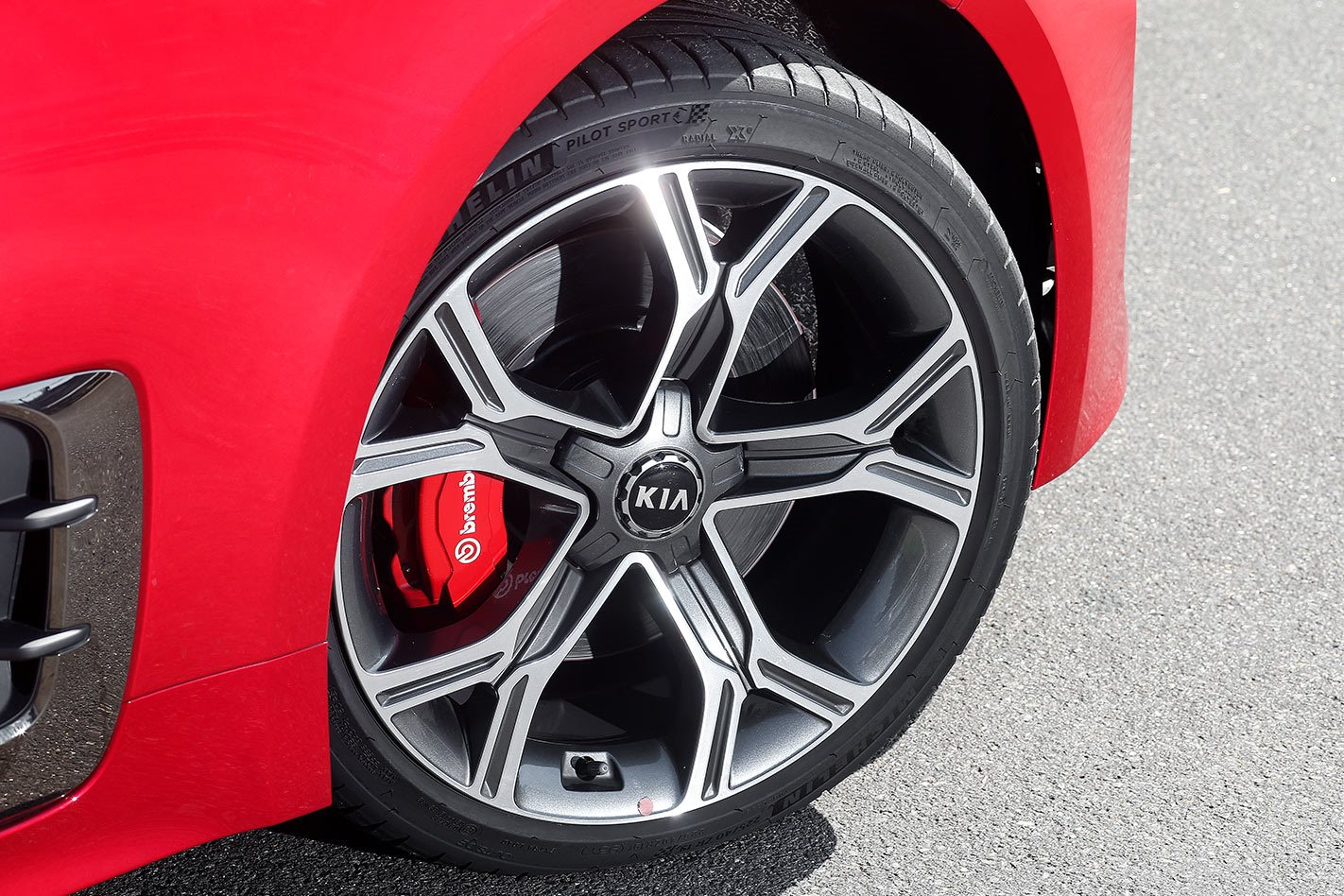 2017 Kia Stinger GT wheels