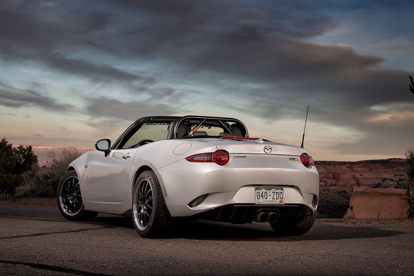 V8-Mazda-MX-5-rear.jpg