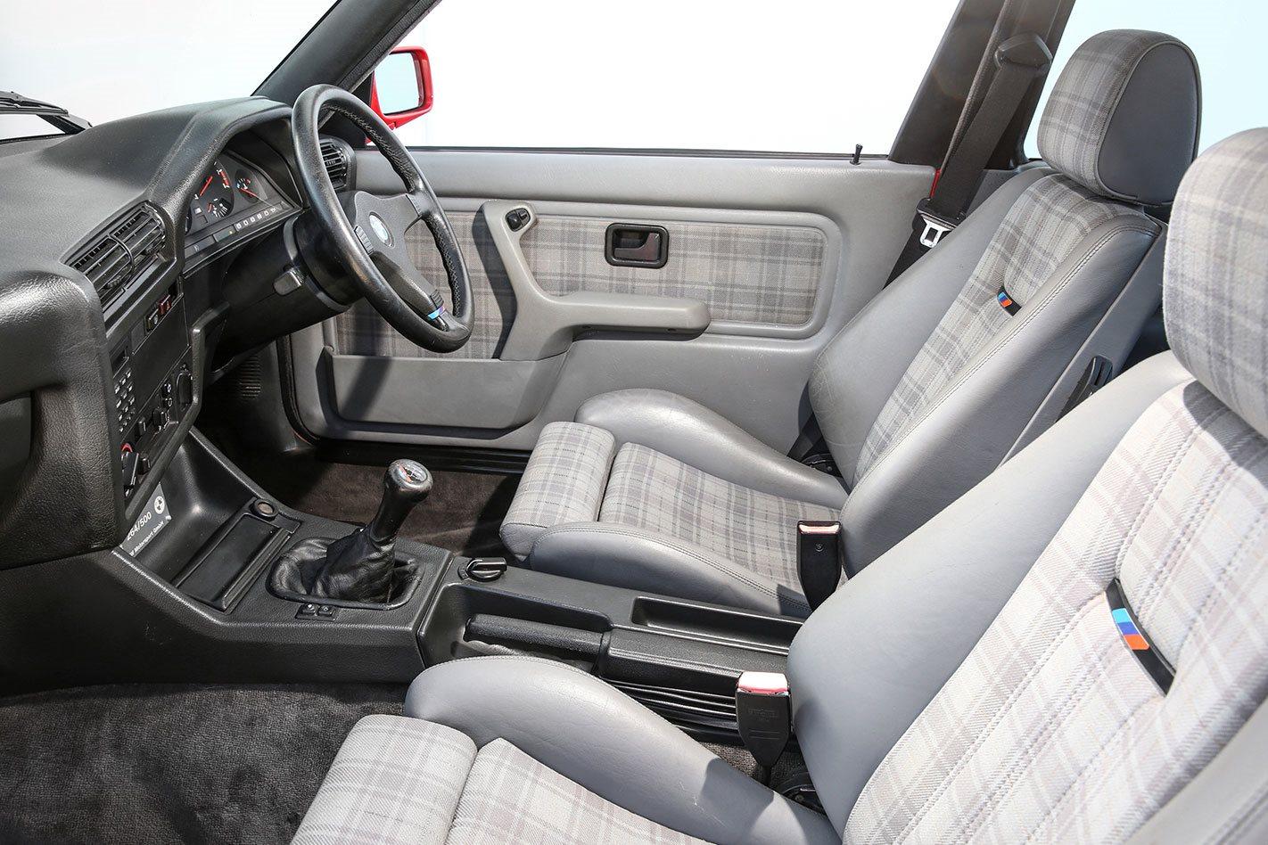 BMW-M3-E30-Evolution-II-interior.jpg